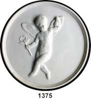 MEDAILLEN AUS PORZELLAN,Andere Hersteller Bing & Gröndahl, KopenhagenEinseitige weiße Reliefplakette.  Fliegender Putti trägt einen kleinen Beutel und den Merkurstab.  Rs.