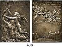M E D A I L L E N,Städte ParisVersilberte Bronzeplakette 1900 (O. Roty) auf die Weltausstellung. LVMEN VENTVRIS..., ein geflügelter Genius (20. Jh.) beim Reißen einer Fackel von einer am Baumstamm gelehnten weiblichen Gestalt (19. Jh.). / EXPOSITION..., Wolken mit Lorbeer- und Blumengewinde, darunter Grand und Petit Palais. Rand: BRONZE. 51/36 mm. 37,26 g. Wurzbach 7190.