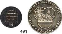 M E D A I L L E N,Städte RostockSilbermedaille 1966.  Deutscher Kulturbund - Münzausstellung Ostseewoche.  34,4 mm und Silbermedaille 1969 (925).  550 Jahre Universität Rostock.  21,9 mm.  LOT 2 Stück.