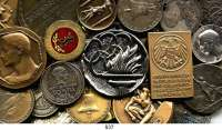 M E D A I L L E N,Sport LOT von 120 Medaillen.  Anfang des Jahrhunderts bis heute.  Auf Sportereignisse / Preismedaillen / Vereine /  Olympische Spiele etc.  Darunter 6 Silbermedaillen.  16 bis 70 mm.