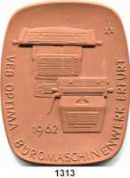 MEDAILLEN AUS PORZELLAN,Moderne Medaillen - Staatliche Porzellanmanufaktur MEISSEN ErfurtBraune Plakette 1962 (92 x 73 mm).  VEB Optima Büromaschinenwerk - 100 Jahre Industriebetrieb.  W. 4197.  Scheuch 1516.a.