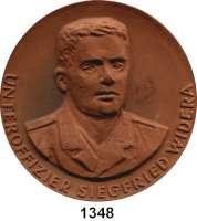 MEDAILLEN AUS PORZELLAN,Moderne Medaillen - Staatliche Porzellanmanufaktur MEISSEN StrausbergBraune Medaille 1965 (65 mm).  NVA - Siegfried Widera (Unteroffizier).  W. 4429.  Auflage 100 Exemplare.