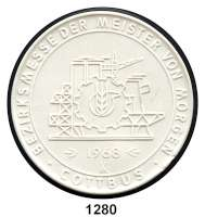 MEDAILLEN AUS PORZELLAN,Moderne Medaillen - Staatliche Porzellanmanufaktur MEISSEN CottbusWeiße Medaille 1968 (64 mm).  Bezirksmesse der Meister von Morgen - In Anerkennung hervorragender Leistungen.  W. 4102.  PROBE.