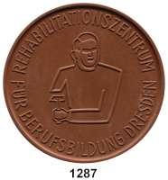 MEDAILLEN AUS PORZELLAN,Moderne Medaillen - Staatliche Porzellanmanufaktur MEISSEN DresdenBraune Medaille 1965 (64 mm).  Rehabilitationszentrum für Berufsbildung.  W. 4133.  Scheuch 1484.a.  Auflage 100 Exemplare.