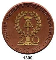 MEDAILLEN AUS PORZELLAN,Moderne Medaillen - Staatliche Porzellanmanufaktur MEISSEN DresdenBraune Medaille 1969, Emblem mit 20 gold (63 mm).  Rat des Bezirkes - 20 Jahre DDR.  W. 4165.