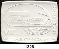 MEDAILLEN AUS PORZELLAN,Moderne Medaillen - Staatliche Porzellanmanufaktur MEISSEN GüstrowWeiße Plakette 1968 (71 x 96 mm).  Deutscher Anglerverband Berlin - VIII. Weltmeisterschaften.  W. 4245.