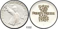 MEDAILLEN AUS PORZELLAN,Moderne Medaillen - Staatliche Porzellanmanufaktur MEISSEN Karl-Marx-StadtWeiße Medaille 1963/69, Schrift der Rs. gold (86 mm).  Ehrengabe der
