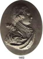 MEDAILLEN AUS PORZELLAN,Andere Hersteller Wedgwood/EnglandOvales Basaltreliefmedaillon.  Duke of York and Albany.  Brustbild nach rechts.  19. Jahrhundert.  70 x 89 mm.