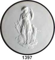MEDAILLEN AUS PORZELLAN,Andere Hersteller SevresEinseitige weiße Reliefplakette.  Bisquitporzellan.  Diana nach rechts mit Lyra und liegender Hirschkuh.  Rückseite :  1978, Herstellerzeichen,