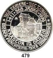 M E D A I L L E N,Städte DanzigSilbermedaille 1975 (unsigniert, 1000 fein) zum 565jährigen Bestehen des Danziger Krontors und zum 750jährigen Bestehen der Stadt, sogenannter Danziger Jubiläumsgulden. Wappen, darunter 5 Gulden. / Das Krantor am Danziger Hafen. Rand: ******* NEC TEMERE ******* NEC TIMIDE 46 mm. 30,57 g.