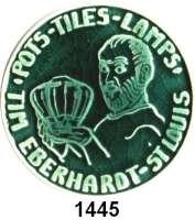 MEDAILLEN AUS PORZELLAN,Andere Hersteller Sonstige HerstellerGlasierte grüne Werbeplakette.  Töpfer mit Produkt mittig.  Umschrift POTS-TILES-LAMPS TIM EBERHARDT ST. LOUIS.  Rückseite :  BACKED BY MYWORD AND MY WORK.  TRADE THIS FOR 20.03$ OFF ANY PIECE AFTER 2003.  63 mm.