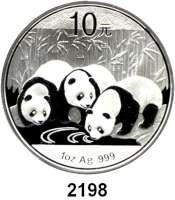 AUSLÄNDISCHE MÜNZEN,China Volksrepublik seit 194910 Yuan 2013 (Silberunze).  Drei Pandas am Gewässer.  Schön 1948.