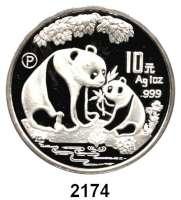 AUSLÄNDISCHE MÜNZEN,China Volksrepublik seit 194910 Yuan 1993 P (Silberunze).  Panda mit Jungtier am Gewässer.  Schön 523.  KM 478  In Kapsel.  Im Originaletui mit Zertifikat.