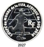 AUSLÄNDISCHE MÜNZEN,E U R O  -  P R Ä G U N G E N Frankreich50 Euro 2009.  (Silber, 5 Unzen).  Fußball WM in Südafrika.  Schön 1018.  KM 1637.  Im Originaletui mit Zertifikat.