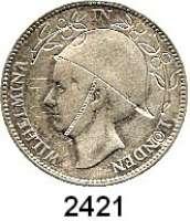 AUSLÄNDISCHE MÜNZEN,Niederlande Wilhelmina I. 1890 - 19481 Gulden 1923.  Mit eingraviertem Helm und Zweigen.  Umschrift äbgeändert in