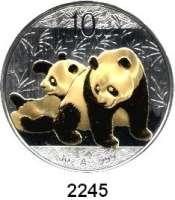 AUSLÄNDISCHE MÜNZEN,China Volksrepublik seit 194910 Yuan 2010 (Silberunze, teilvergoldet).  Panda mit Jungtier.  Schön 1772.  KM 1931.  In Kapsel.