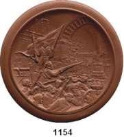 MEDAILLEN AUS PORZELLAN,Staatliche Porzellan-Manufaktur MEISSEN Moskau1947 braun (114 mm).  30 Jahrfeier der Oktober-Revolution.  Gipsform