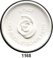 MEDAILLEN AUS PORZELLAN,Moderne Medaillen - Staatliche Porzellanmanufaktur MEISSEN Karl-Marx-StadtWeiße Medaille 1975 (62 mm).  Progreß Filmverleih Berlin - III. Tage des sozialistischen Films.  W. 6290.  Im Etui.