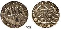 M E D A I L L E N,Medailleur Karl Goetz Silbermedaille 1938.  BEFREITE - OSTMARK. / 13·MÆRZ·1938 - ZUM·REICH. Rand: BAYER. HAUPTMÜNZAMT FEINSILBER.  36 mm.  19,58 g.  Kienast 545.
