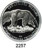 AUSLÄNDISCHE MÜNZEN,Cook Islands 5 Dollars 2009.  Bedrohte Tierwelt - Riesenameisenbär.  KM 674.  Im Originaletui mit Zertifikat.