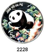 AUSLÄNDISCHE MÜNZEN,China Volksrepublik seit 19495 Yuan 1998 (1/2 Silberunze, Farbmünze).  Schön 1092.  KM 1131.  Panda nach links im Wald.  In Kapsel.