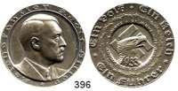 M E D A I L L E N,Personen Hitler, AdolfSilbermedaille 1933 (F. Beyer).  Auf die Ergebnisse des Jahres 1933.  Brustbild n. r. / Adlerkopf vor Hakenkreuz.  36,2 mm.  24,81 g.  Rand : PREUSS. STAATSMUENZE FEINSILBER.  C/H 47.