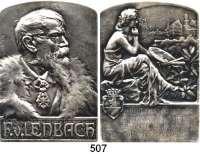 M E D A I L L E N,Medailleur Heinrich Kautsch (1859 - 1943) 1903.  Versilberte Bronzeplakette, oben abgerundet.  Franz Lenbach (1836-1904).  Auf die Ehrenbürgerschaft des Malers, gewidmet von seiner Vaterstadt Schrobenhausen.  60 x 85 mm.  193,8 g.