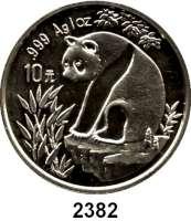 AUSLÄNDISCHE MÜNZEN,China Volksrepublik seit 1949 10 Yuan 1993 (Silberunze).  Große Jahreszahl.  Panda auf Felsen.  Schön 522.  KM 485.  In Kapsel.