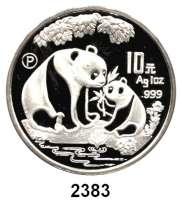 AUSLÄNDISCHE MÜNZEN,China Volksrepublik seit 1949 10 Yuan 1993 P (Silberunze).  Panda mit Jungtier am Gewässer.  Schön 523.  KM 478  In Kapsel.