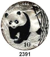 AUSLÄNDISCHE MÜNZEN,China Volksrepublik seit 1949 10 Yuan 2002 (Silberunze).  Panda in Bambuspflanzung.  Schön 1268.  KM 1365.  In Kapsel.