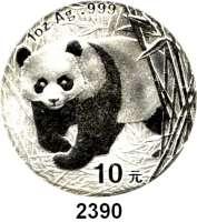 AUSLÄNDISCHE MÜNZEN,China Volksrepublik seit 1949 10 Yuan 2001 (Silberunze).  Panda, aus Bambuspflanzung hervorkommend.  Schön 1268.  KM 1365.  In Kapsel.