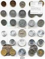 AUSLÄNDISCHE MÜNZEN,Albanien LOTS       LOTS       LOTS Typensammlung von 32 verschiedenen Münzen zwischen 1927 und 2000.