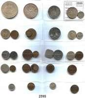 AUSLÄNDISCHE MÜNZEN,Niederlande Wilhelmina I. 1890 - 1948 Typensammlung von 27 Münzen.  Darunter 9 Silbermünzen.  Dazu 1 Gulden 1965; 2 1/2 Gulden 1962 und 10 Gulden 1970.  LOT 30 Stück.