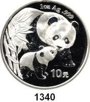 AUSLÄNDISCHE MÜNZEN,China Volksrepublik seit 1949 10 Yuan 2004 (Silberunze).  Pandamutter beim Liebkosen eines Jungtieres.  Schön 1416.  KM 1528.  In Kapsel.