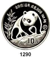 AUSLÄNDISCHE MÜNZEN,China Volksrepublik seit 1949 10 Yuan 1990 P (Silberunze).  Jahreszahl mit Serifen.  Schön 273.  KM 276.  Panda besteigt Felsen.  In Kapsel.