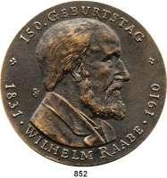 M E D A I L L E N,Personen Raabe, Wilhelm Bronzegußmedaille 1981 (Günzel).  Zum 150. Geburtstag.  Kopf nach rechts. / Alt-Berlin Friedrichsgracht.  88 mm.  243,4 g.
