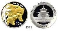 AUSLÄNDISCHE MÜNZEN,China Volksrepublik seit 1949 10 Yuan 2004 (Silberunze).  Pandamutter beim Liebkosen eines Jungtieres. Motiv Teilvergoldet.  Schön 1416.  KM 1528.  In Kapsel.