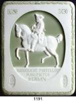 MEDAILLEN AUS PORZELLAN,Andere Hersteller KPM-Berlin Glasierte weiße Plakette 1913 (Motivteile graugrün).  150 Jahrfeier der Manufaktur.  Friedrich der Große zu Pferd.  156 x 195 mm.