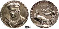 M E D A I L L E N,Luftfahrt - Raumfahrt Flugzeuge Silbermedaille 1918 (K. Goetz).  Auf Manfred von Richthofen.  Dieser mit Mütze im Brustbild von vorn links. / Adler vor Gedenkstein, darüber die vom Pfeil durchbohrte 80.  Rand: BAYER. HAUPTMÜNZAMT·FEINSILBER.  36,6 mm.  19,68 g.  Kaiser 838.  Zetzmann 6037.  Kienast 288.