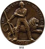 M E D A I L L E N,Weltkrieg  Einseitige Bronzegußmedaille 1914.  DIE BAYERN IM WELTKRIEG.  Stehender Soldat mit Gewehr vor springenden bayerischen Löwen.  85 mm.  167,55 g.
