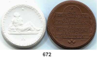 PORZELLAN  SPENDEN - MEDAILLEN,Staatliche Porzellan-Manufaktur MEISSEN Arnstadt 1926 braun/weiß.  Krieger-Ehrenmal.  LOT 2 Stück.