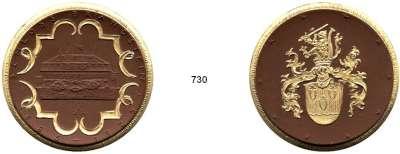 MEDAILLEN AUS PORZELLAN,Staatliche Porzellan-Manufaktur MEISSEN Brandstein 1935 braun, Rand, Bandschleife und das Wappen gold.  50jähriges Schloß-Jubiläum.  Gipsform.