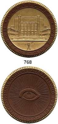 MEDAILLEN AUS PORZELLAN,Staatliche Porzellan-Manufaktur MEISSEN Dresden 1930 braun mit Golddekor.  JDA - Internationale Hygiene-Ausstellung.