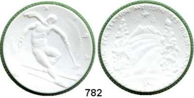 MEDAILLEN AUS PORZELLAN,Staatliche Porzellan-Manufaktur MEISSEN Meissen 1922 weiß, Rand grün.  Ski - Ehrenpreis des D. u. Oe. Alpenvereins.  Gipsform.
