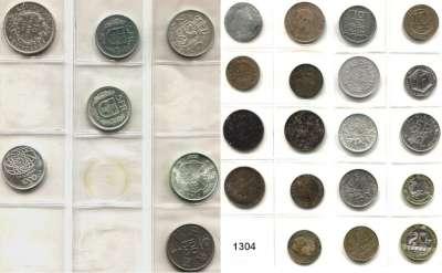 AUSLÄNDISCHE MÜNZEN,L  O  T  S     L  O  T  S     L  O  T  S  Album mit 213 modernen Münzen aus WESTEUROPA.  Darunter 17 Silbermünzen.
