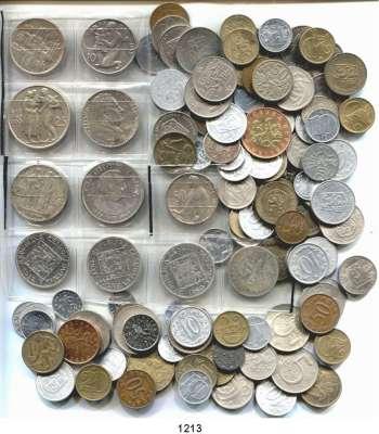 AUSLÄNDISCHE MÜNZEN,Tschechoslowakei L O T S     L O T S     L O T S Sammlung von 120 verschiedenen Münzen in 41 Typen.  Darunter 9 Silbermünzen.  Beigegeben Slowakei, 20 Kronen 1941 und 50 Kronen 1944.  LOT 122 Stück.