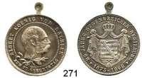 Deutsche Münzen und Medaillen,Sachsen Albert 1873 - 1902 Versilberte Medaille mit angeprägter Öse 1898.  Auf seinen 70. Geburtstag und sein 25jähriges Regierungsjubiläum.  Kopf n. r. / Wappen.  28,2 mm.  8,16 g.