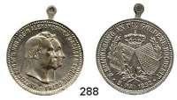Deutsche Münzen und Medaillen,Sachsen - Coburg und - Gotha Ernst II. 1844 - 1893 Versilberte Medaille mit angeprägter Öse 1892 (C. S.).  Zur Erinnerung an die Goldene Hochzeit mit Alexandrine von Baden.  28,3 mm.  9,59 g.