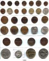 AUSLÄNDISCHE MÜNZEN,L  O  T  S     L  O  T  S     L  O  T  S  Kleine Typensammlung von 32 Münzen brit. Kanalinseln.  Kupferkleinmünzen bis Crown,: Beigegeben Silbermedaille 1897 (25,6 mm) Queen Victoria, 60jähriges Regierungsjubiläum.  LOT 33 Stück.