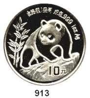 AUSLÄNDISCHE MÜNZEN,China Volksrepublik seit 1949 10 Yuan 1990 (Silberunze).  Jahreszahl mit Serifen.  Panda besteigt Felsen.  Schön 273.  KM 276.  In Kapsel.